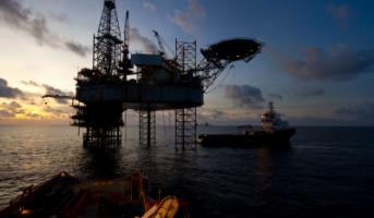 Pourquoi le pétrole ne parvient pas à interrompre sa chute